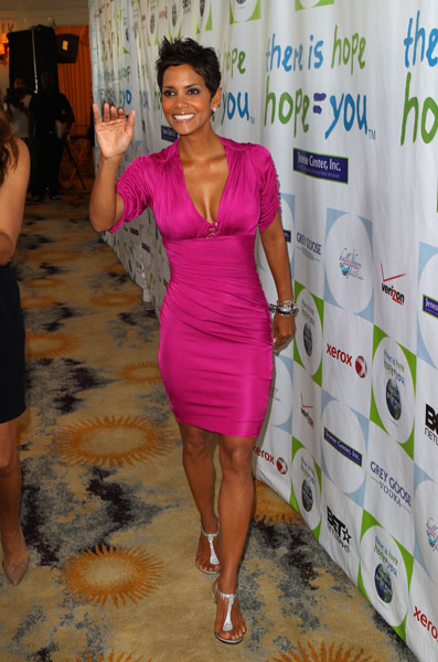 halle-berry-pink3