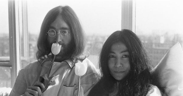 800px-bed-in_for_peace_amsterdam_1969_-_john_lennon__yoko_ono_16.jpg